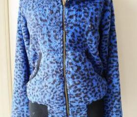 Soft Blue Leopard Th..