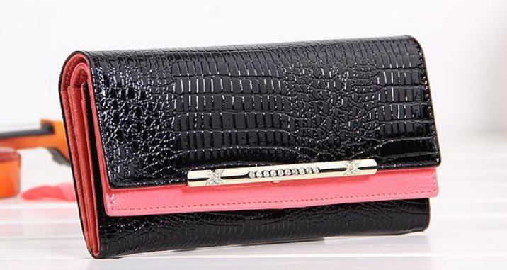 Classy & Chic Large 7.5' Pink Crocodile Pattern Ladies Leather Wallet